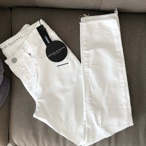 NWT AoS Carly Distressed White Crop Jeans